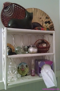 cat bathroom shelf